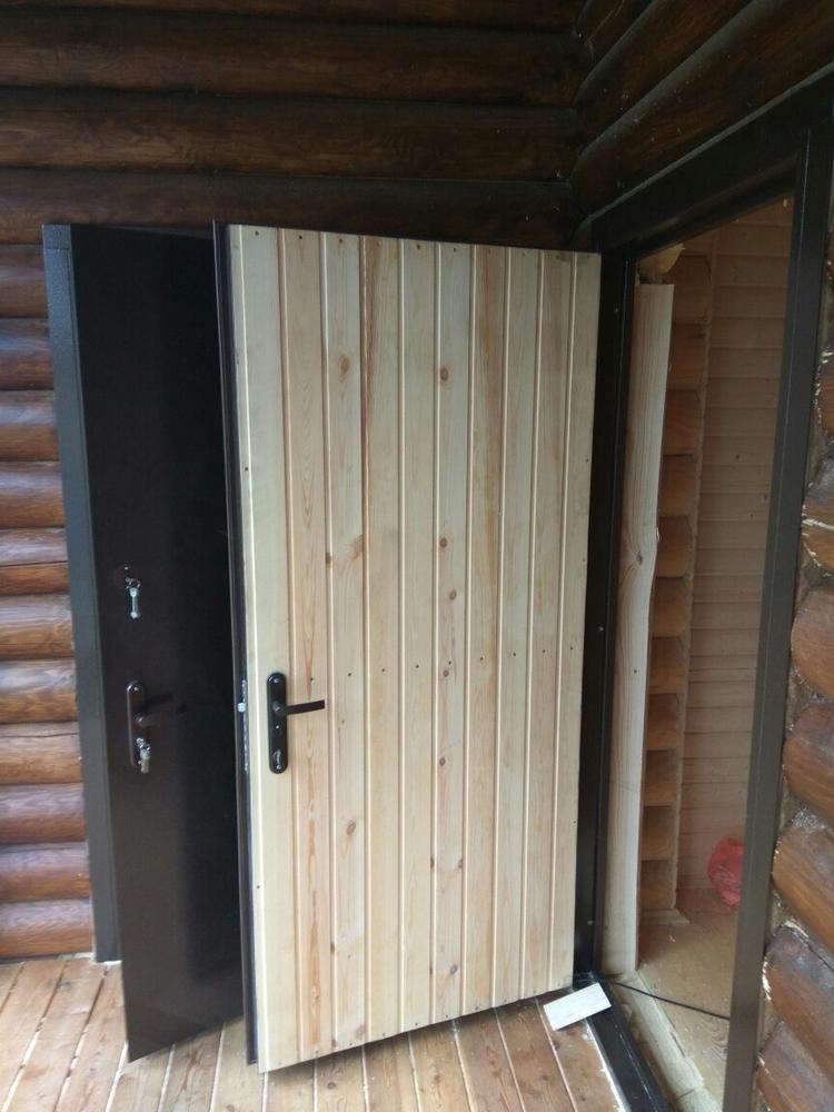 Полотно двери, отделанное вагонкой