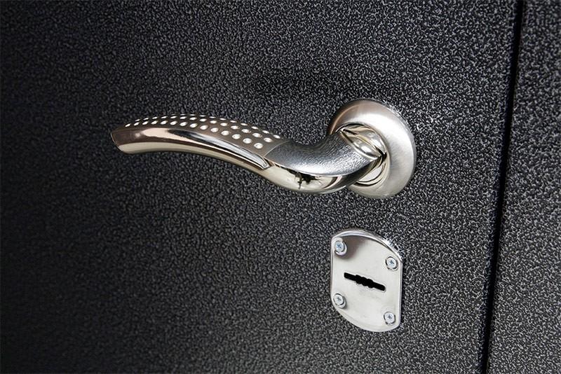 Покрытие металлической двери