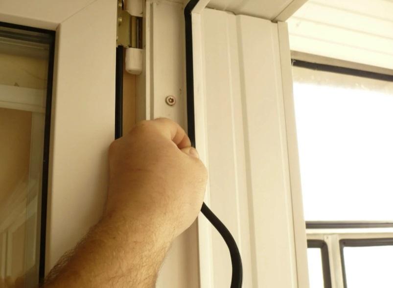 Замена уплотнителя на двери балкона
