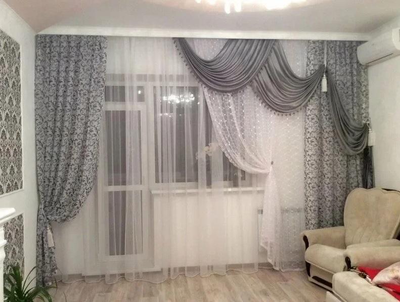 Светлые шторы в гостиной