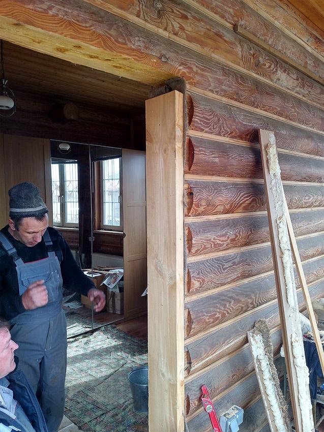 Окосячка под дверь в деревянном доме