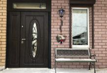 Железная дверь с остеклением