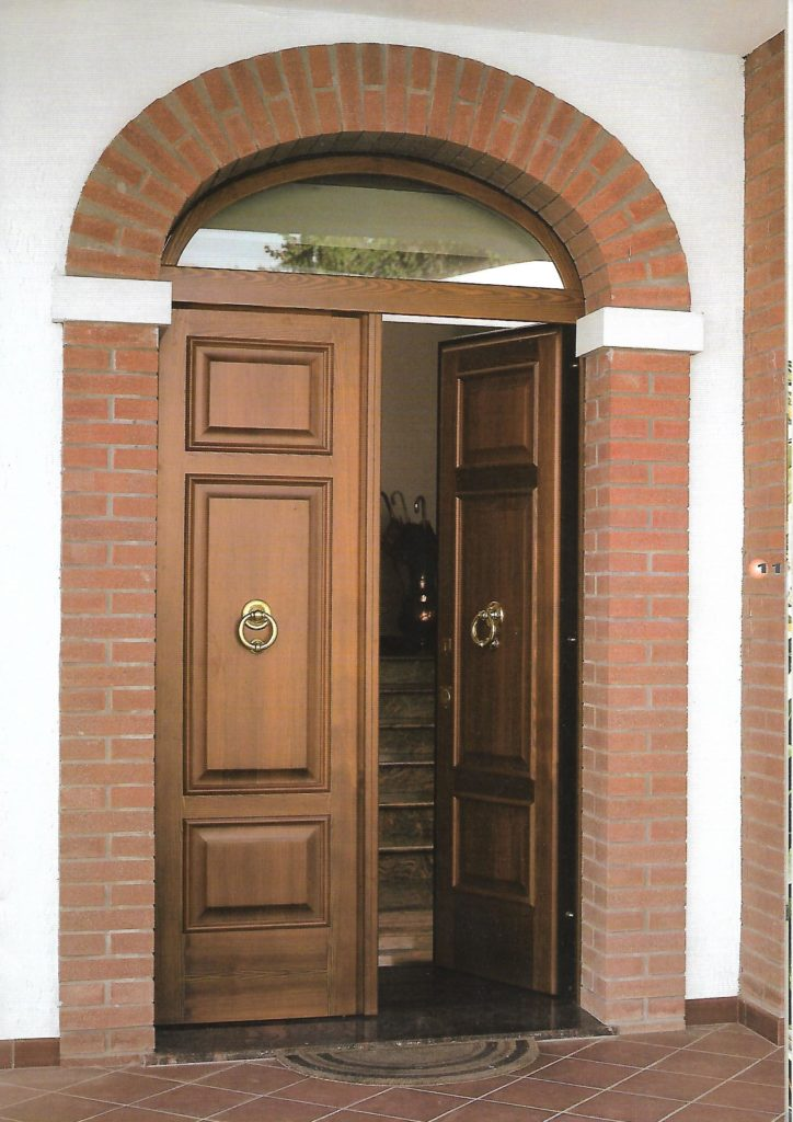 Арочная дверь с фрамугой