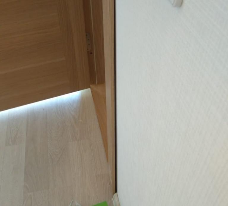 Зазор между наличником и стеной