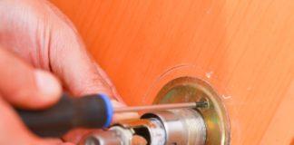 Снятие дверной ручки