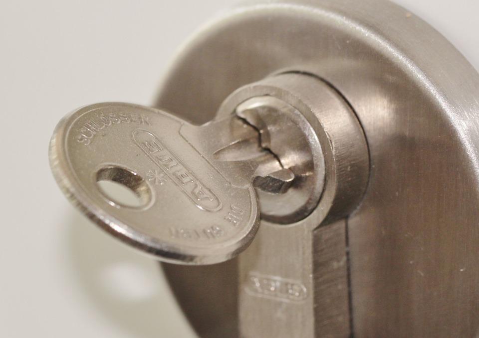 Ключ в замке