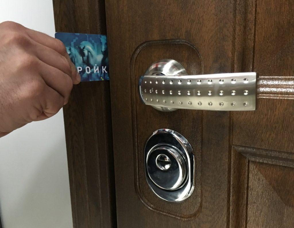 Открытие двери карточкой