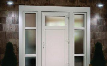 Входная металлопластиковая дверь