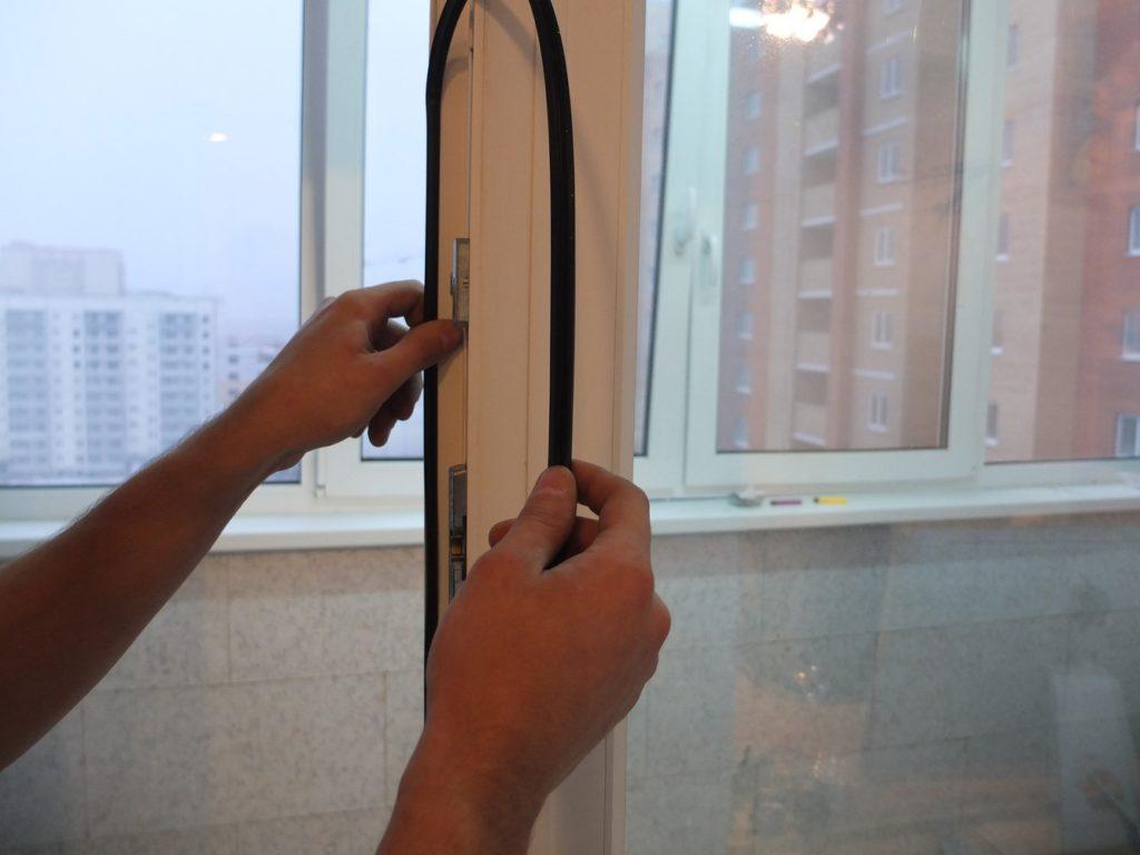 Замена уплотнителя двери на балкон