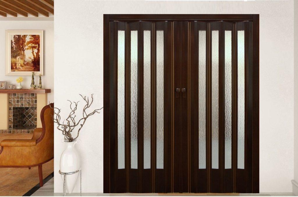 Дверь гармошка с остеклением