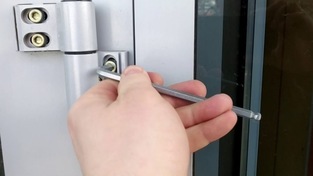 Регулировка петли двери из алюминия