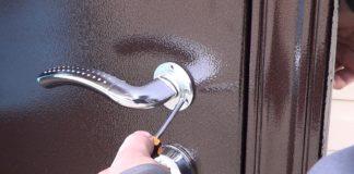 Демонтаж дверной ручки