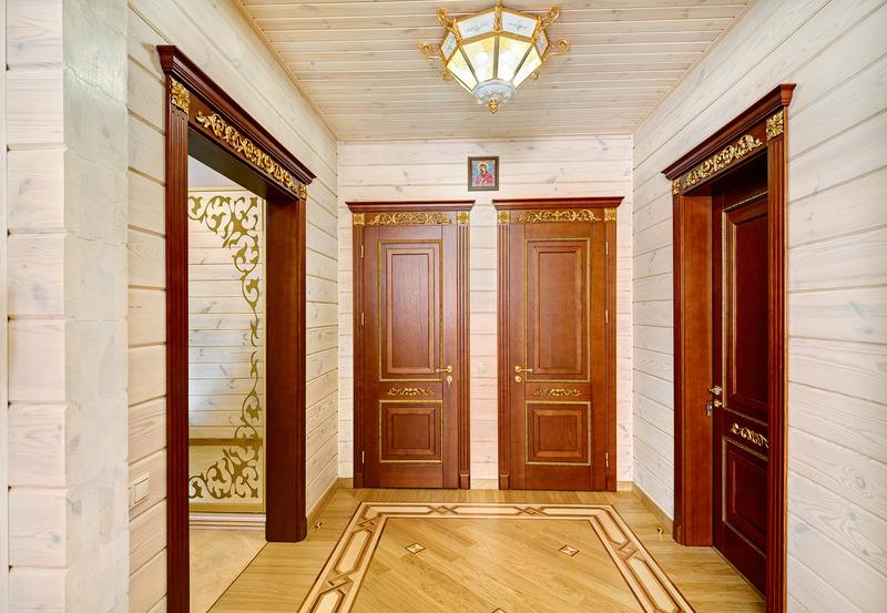 межкомнатные двери в доме из бруса фото сейчас