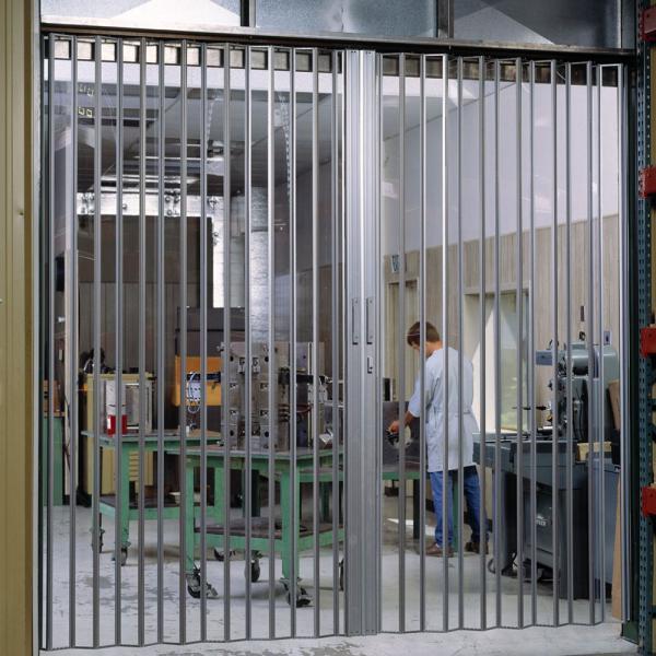Металлическая дверь-гармошка