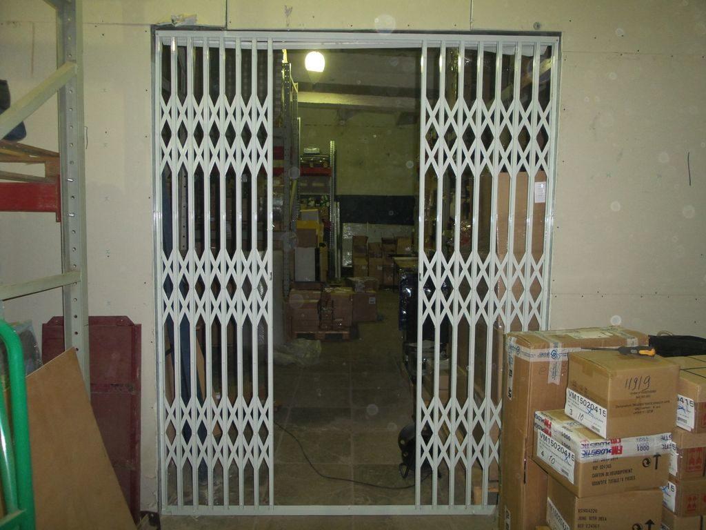 Дверь-решетка на складе