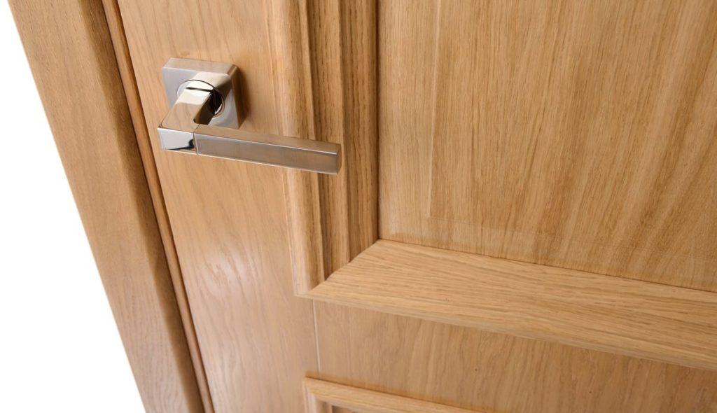 Поверхность межкомнатной двери