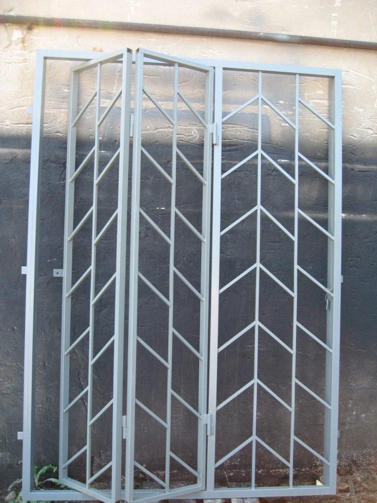 Складная решетчатая дверь