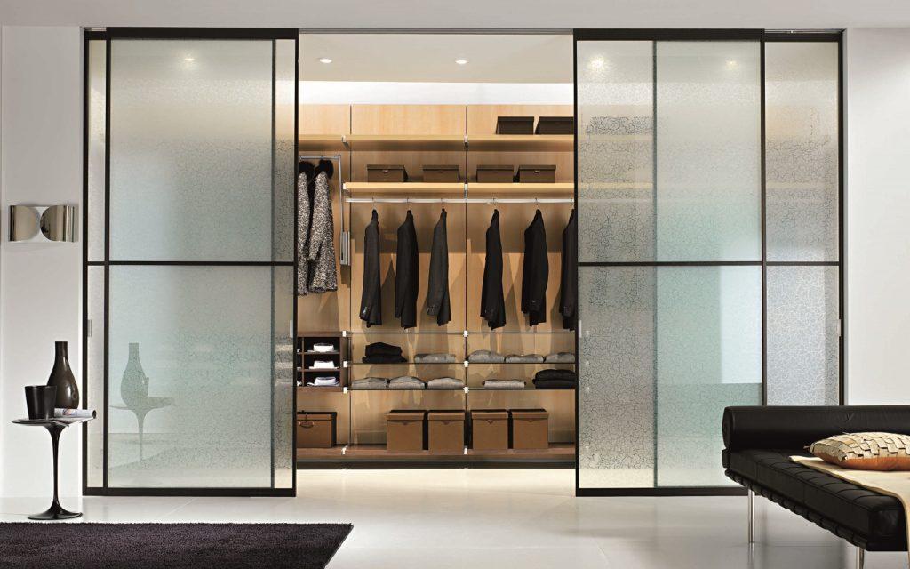 Раздвижная дверь в гардероб из стекла