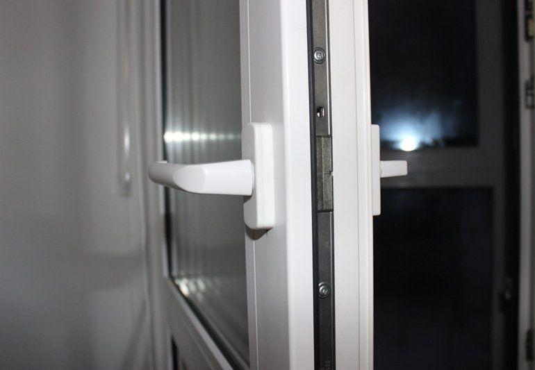 Ручка на балконной двери