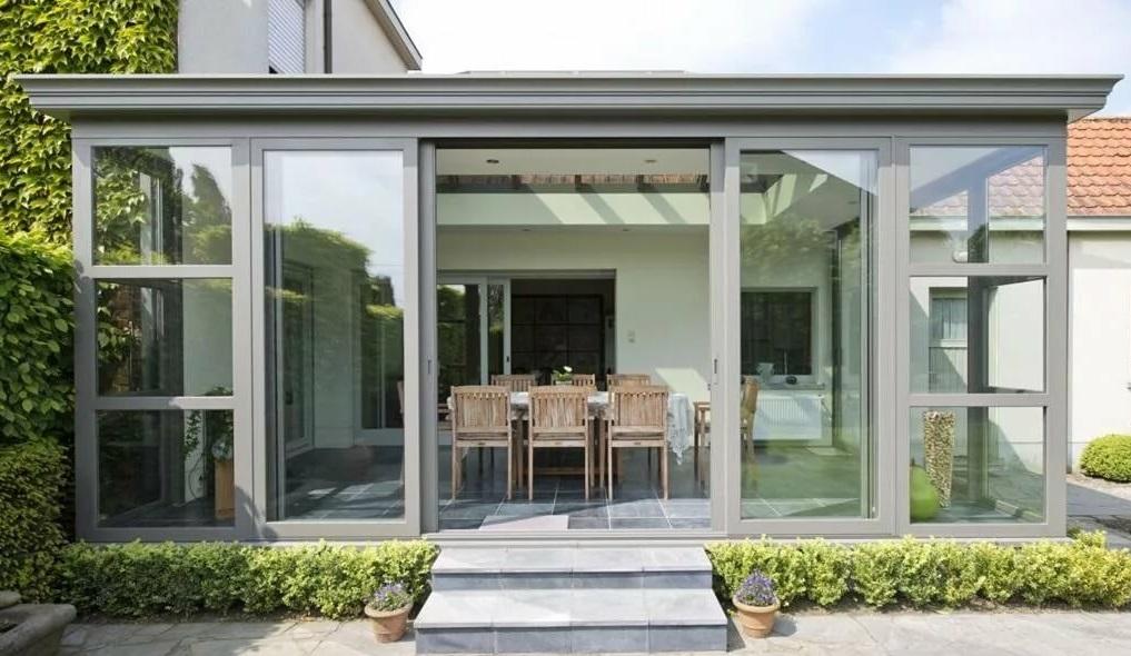 Стеклянная терраса с раздвижной дверью