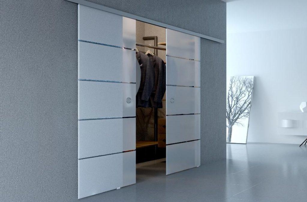 Стеклянные двери в гардероб