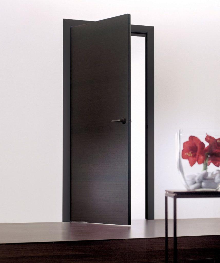 Распашная дверь