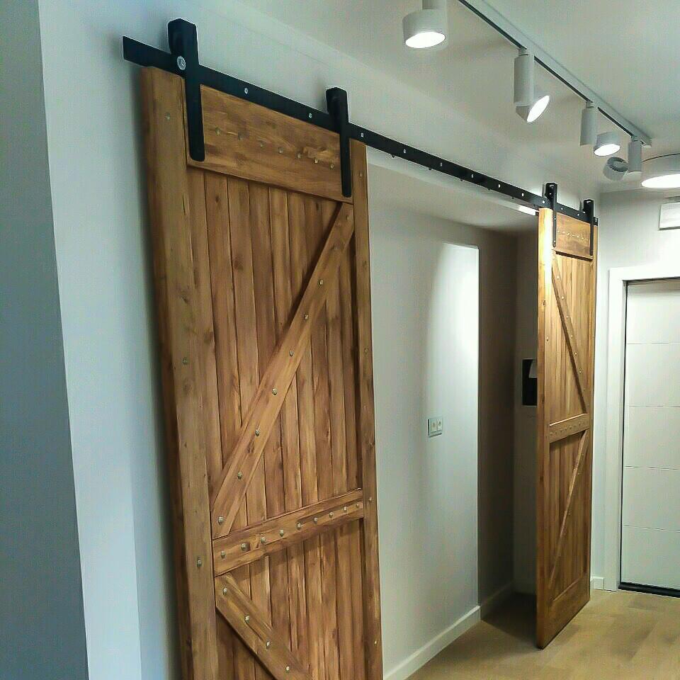 Амбарная дверь из досок