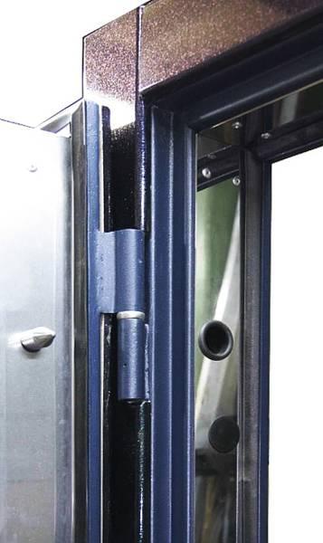 Петли на металлической двери