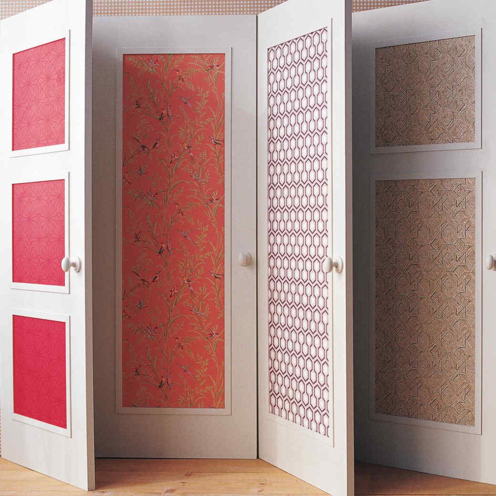 Двери, декорированные обоями