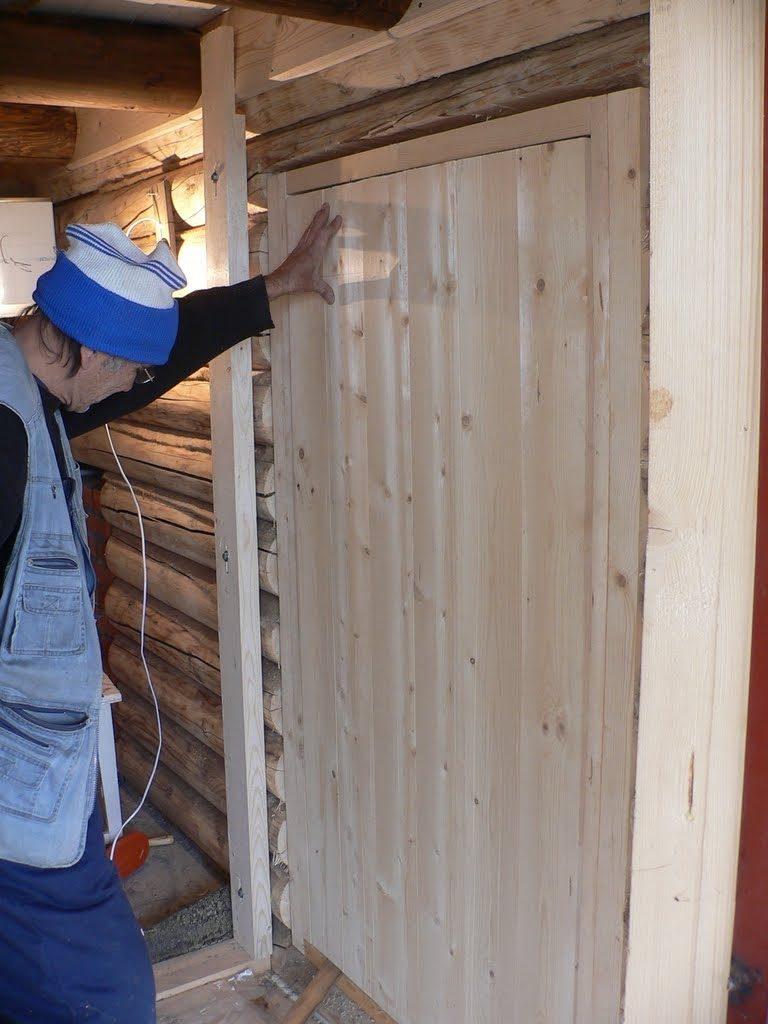 Монтаж деревянной двери